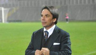 Eziolino Capuano saluta e va via.